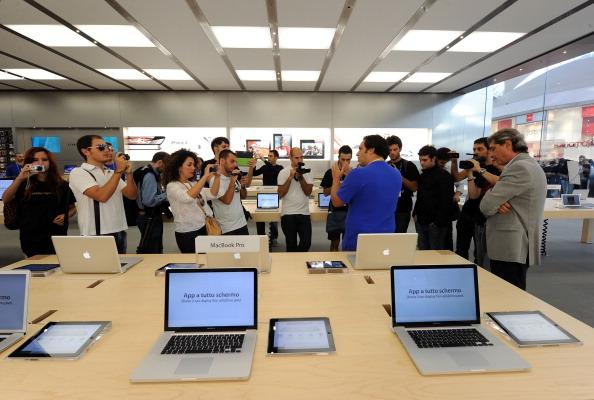 161 92511APPLE 12 - Apple открыл в Италии девятый магазин. Фоторепортаж из  Катании