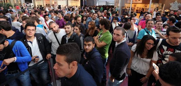 161 92511APPLE 14 - Apple открыл в Италии девятый магазин. Фоторепортаж из  Катании