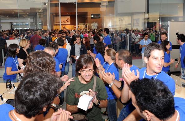 161 92511APPLE 18 - Apple открыл в Италии девятый магазин. Фоторепортаж из  Катании