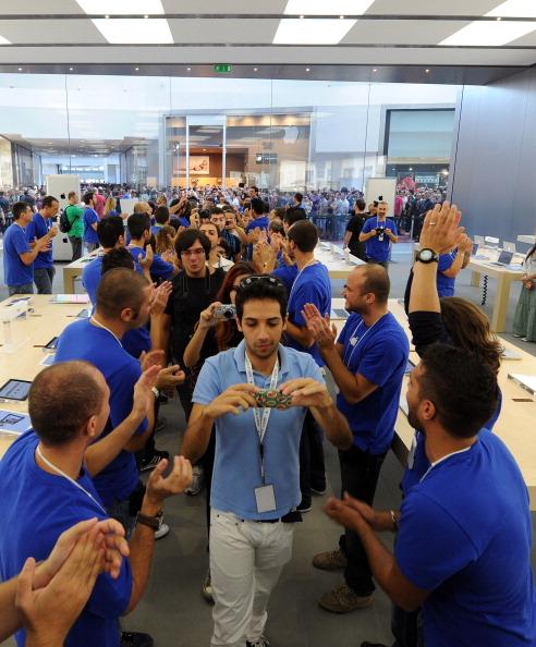 161 92511APPLE 19 - Apple открыл в Италии девятый магазин. Фоторепортаж из  Катании