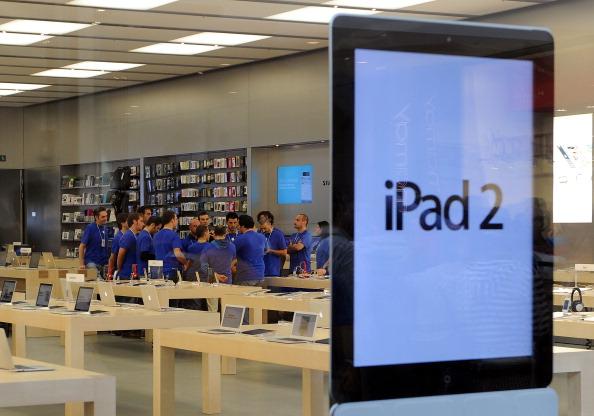 161 92511APPLE 20 - Apple открыл в Италии девятый магазин. Фоторепортаж из  Катании