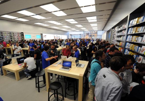 161 92511APPLE 21 - Apple открыл в Италии девятый магазин. Фоторепортаж из  Катании