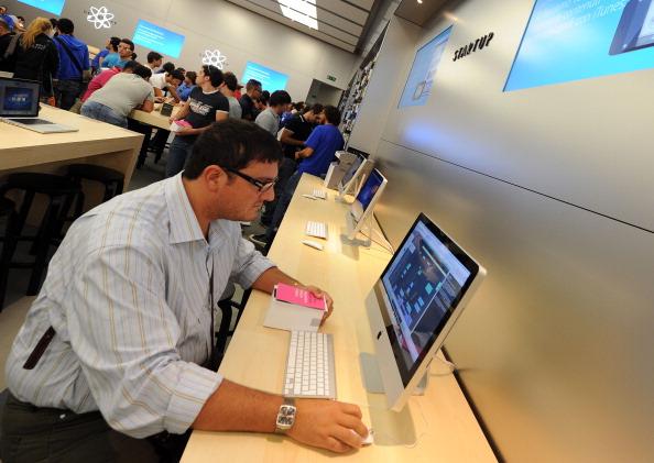 161 92511APPLE 22 - Apple открыл в Италии девятый магазин. Фоторепортаж из  Катании