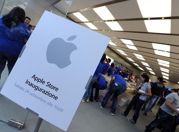 161 92511APPLE 23 - Apple открыл в Италии девятый магазин. Фоторепортаж из  Катании