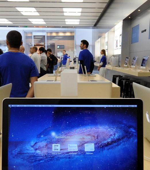 161 92511APPLE 24 - Apple открыл в Италии девятый магазин. Фоторепортаж из  Катании