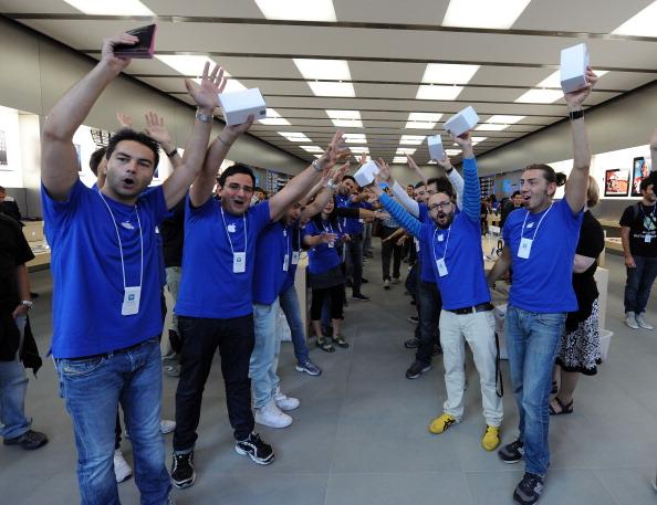 161 92511APPLE 25 - Apple открыл в Италии девятый магазин. Фоторепортаж из  Катании