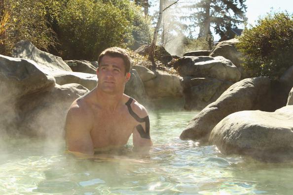 Фоторепортаж  об австралийских регбистах из  Wallabies,  купающихся в бассейне