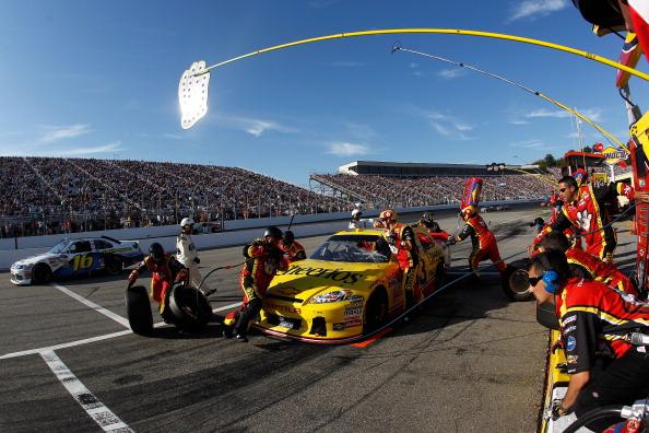 Тони Стюарт выиграл гонку  Sylvania 300 из серии  NASCAR Sprint Cup. Фоторепортаж с трассы