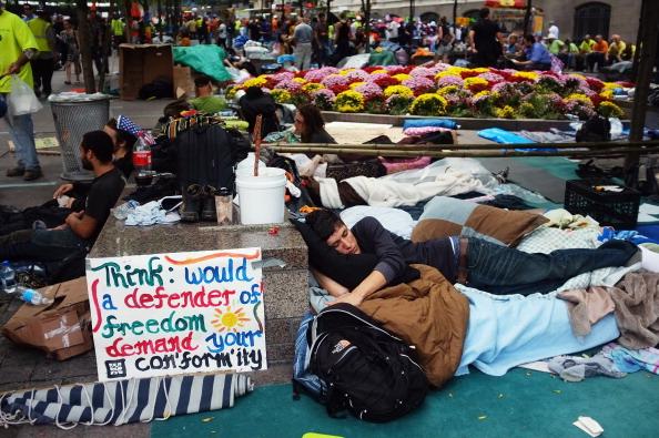 161 92611NY 05 - Фоторепортаж о демонстрантах на Уолл-стрит в Нью-Йорке