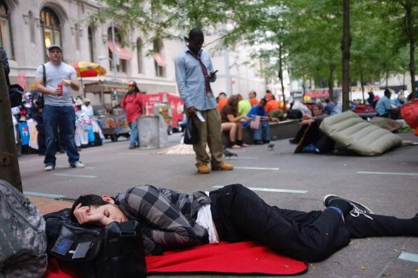 161 92611NY 12 - Фоторепортаж о демонстрантах на Уолл-стрит в Нью-Йорке