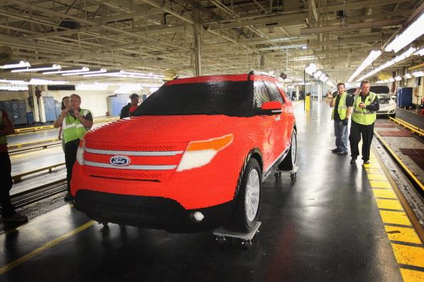 161 92711LEGO 01 - Автомобиль Ford Explorer LEGOLAND из 380 тысяч кубиков LEGO выпущен на заводе в Чикаго
