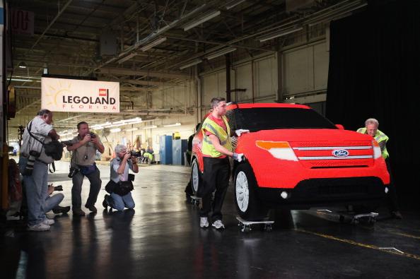 161 92711LEGO 05 - Автомобиль Ford Explorer LEGOLAND из 380 тысяч кубиков LEGO выпущен на заводе в Чикаго
