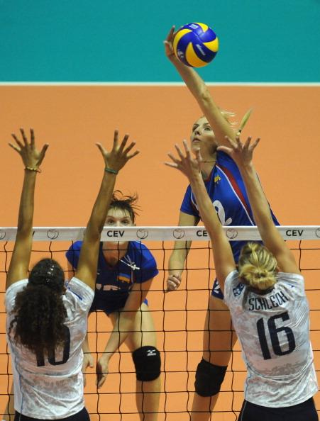 Женская сборная Украины  по волейболу проиграла команде Франции со счетом 3:0. Фоторепортаж с матча