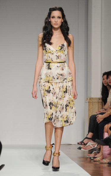 161 92811MODA 02 - Весна-лето 2012. Новые наряды для женщин от модного бренда Normaluisa на Неделе Миланской моды
