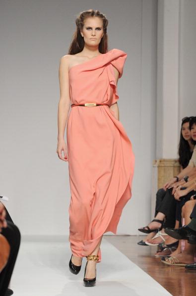 161 92811MODA 03 - Весна-лето 2012. Новые наряды для женщин от модного бренда Normaluisa на Неделе Миланской моды