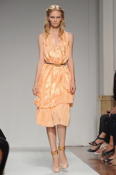161 92811MODA 04 - Весна-лето 2012. Новые наряды для женщин от модного бренда Normaluisa на Неделе Миланской моды