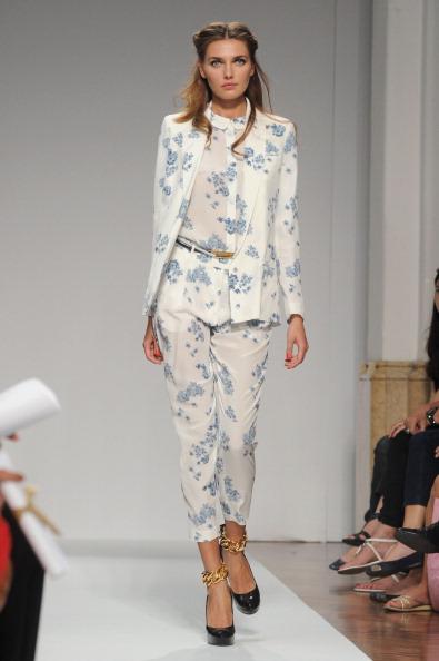 161 92811MODA 09 - Весна-лето 2012. Новые наряды для женщин от модного бренда Normaluisa на Неделе Миланской моды