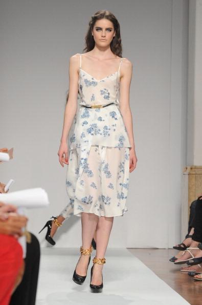 161 92811MODA 10 - Весна-лето 2012. Новые наряды для женщин от модного бренда Normaluisa на Неделе Миланской моды