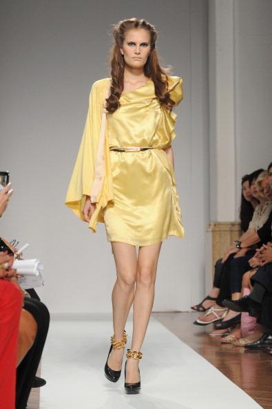 161 92811MODA 12 - Весна-лето 2012. Новые наряды для женщин от модного бренда Normaluisa на Неделе Миланской моды