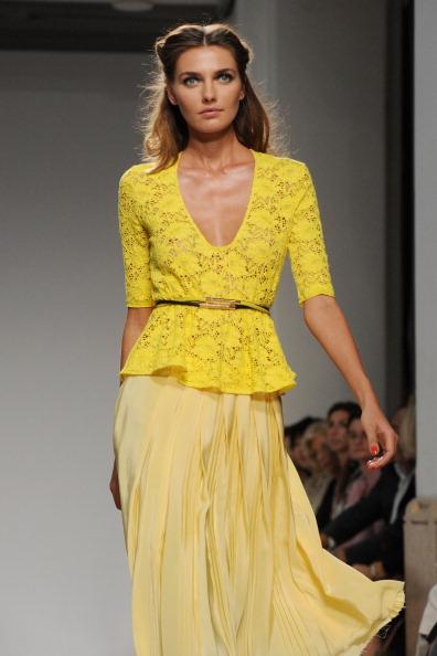 161 92811MODA 14 - Весна-лето 2012. Новые наряды для женщин от модного бренда Normaluisa на Неделе Миланской моды