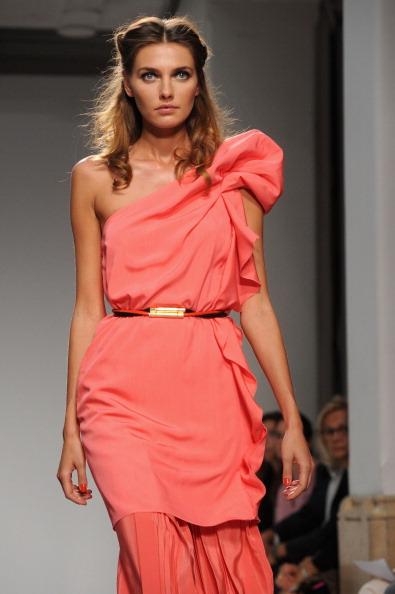 161 92811MODA 15 - Весна-лето 2012. Новые наряды для женщин от модного бренда Normaluisa на Неделе Миланской моды