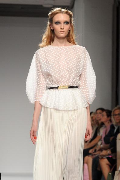 161 92811MODA 16 - Весна-лето 2012. Новые наряды для женщин от модного бренда Normaluisa на Неделе Миланской моды