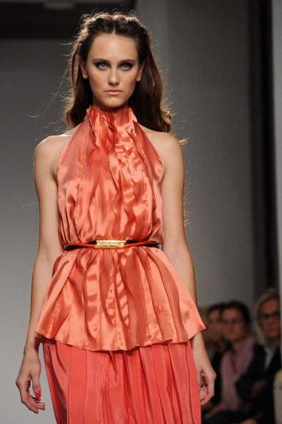 161 92811MODA 17 - Весна-лето 2012. Новые наряды для женщин от модного бренда Normaluisa на Неделе Миланской моды