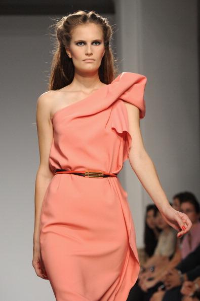 161 92811MODA 19 - Весна-лето 2012. Новые наряды для женщин от модного бренда Normaluisa на Неделе Миланской моды