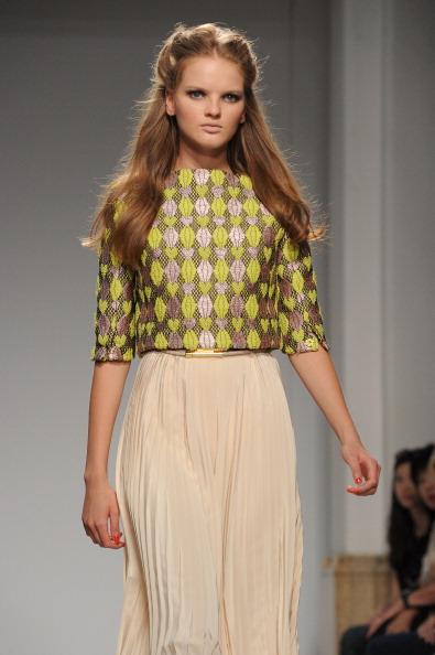 161 92811MODA 20 - Весна-лето 2012. Новые наряды для женщин от модного бренда Normaluisa на Неделе Миланской моды