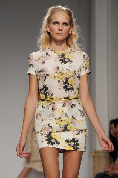 161 92811MODA 21 - Весна-лето 2012. Новые наряды для женщин от модного бренда Normaluisa на Неделе Миланской моды