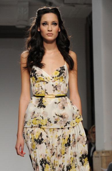 161 92811MODA 22 - Весна-лето 2012. Новые наряды для женщин от модного бренда Normaluisa на Неделе Миланской моды
