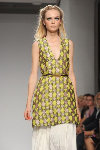 161 92811MODA 24 - Весна-лето 2012. Новые наряды для женщин от модного бренда Normaluisa на Неделе Миланской моды