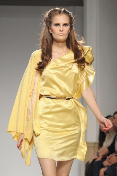 161 92811MODA 26 - Весна-лето 2012. Новые наряды для женщин от модного бренда Normaluisa на Неделе Миланской моды