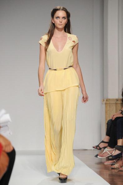 161 92811MODA 31 - Весна-лето 2012. Новые наряды для женщин от модного бренда Normaluisa на Неделе Миланской моды