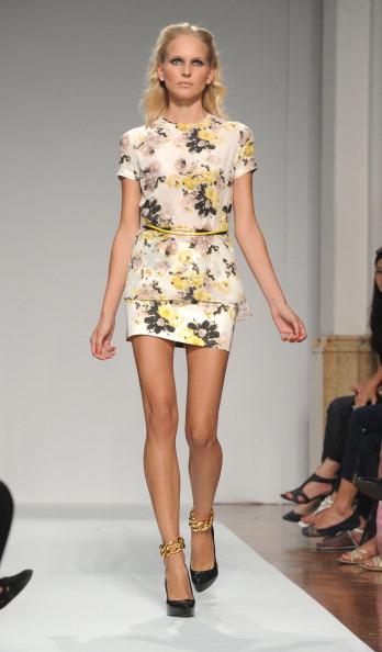 161 92811MODA 33 - Весна-лето 2012. Новые наряды для женщин от модного бренда Normaluisa на Неделе Миланской моды