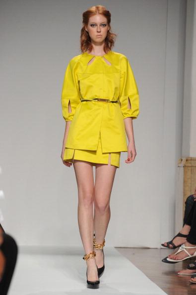 161 92811MODA 34 - Весна-лето 2012. Новые наряды для женщин от модного бренда Normaluisa на Неделе Миланской моды