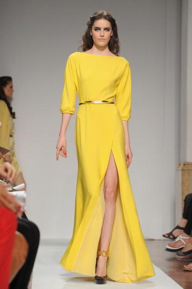 161 92811MODA 35 - Весна-лето 2012. Новые наряды для женщин от модного бренда Normaluisa на Неделе Миланской моды
