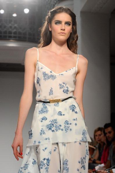 161 92811MODA 37 - Весна-лето 2012. Новые наряды для женщин от модного бренда Normaluisa на Неделе Миланской моды