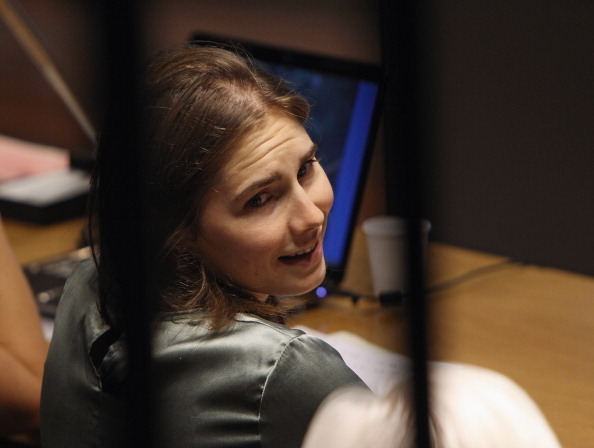 Фоторепортаж об Аманде Нокс, осужденной за убийство, на апелляционном суде в Италии