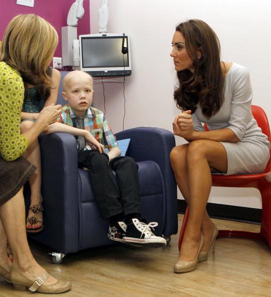 Фоторепортаж  о герцоге и  герцогине Кембриджских в детском центре королевского госпиталя