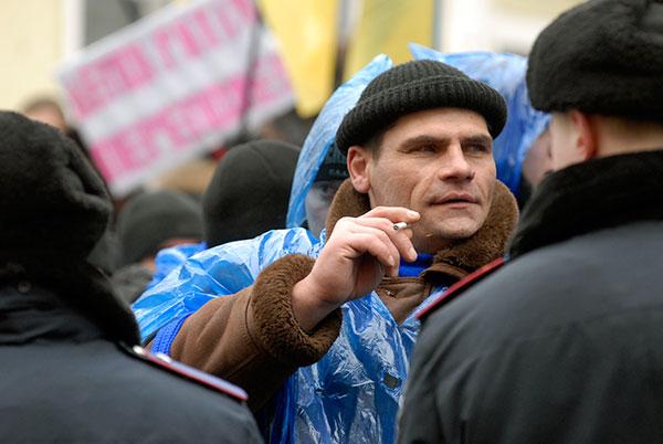 Украина: как переживают сторонники обоих кандидатов за их судьбу возле ВАСУ. Фоторепортаж