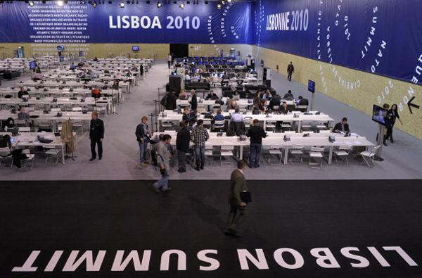 Саммит НАТО и флешмоб во имя мира состоялись в Португалии