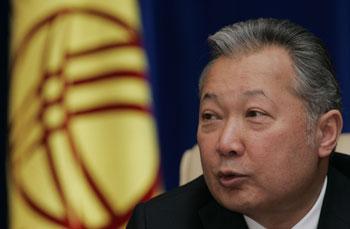 Президент Киргизии Бакиев сегодня утром открыто появился на публике на юге страны