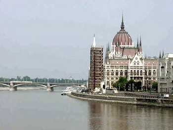 115 124016 - В Венгрии коммунизм приравняли к нацизму
