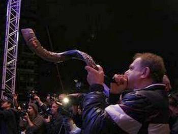 Фокусник Хэзи Даян побил мировой рекорд. Фоторепортаж (продолжение)