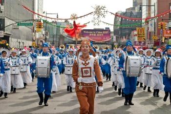 Год Кролика во Флашинге встретили китайским новогодним парадом