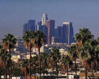 Жители Лос-Анджелеса готовятся к эвакуации из-за приближающейся бури