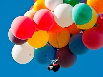 Житель США пересек Ла-Манш на воздушных шариках