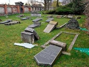 115 vandals - В Германии разрушено старое еврейское кладбище