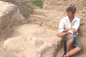 Большая статуя Будды найдена при раскопках в Кыргызстане